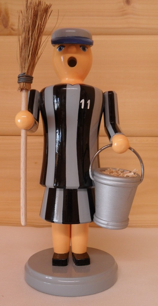 Räucherfrau Gefangene mit Besen und Eimer