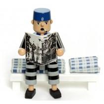 Räuchermann Gefangener sitzend